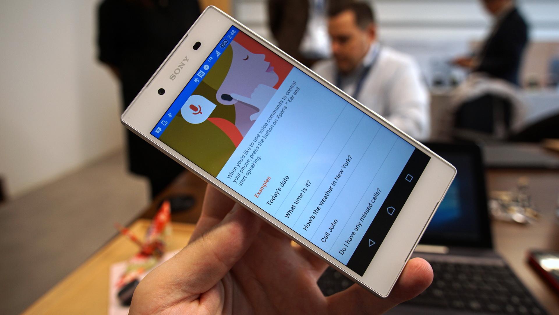 Xperia Ear är den första konsumentfärdiga produkten i ledet av Xperia- tillbehör med ambitionen att frigöra användaren från mobilskärmen. 9302bd4f4afbd