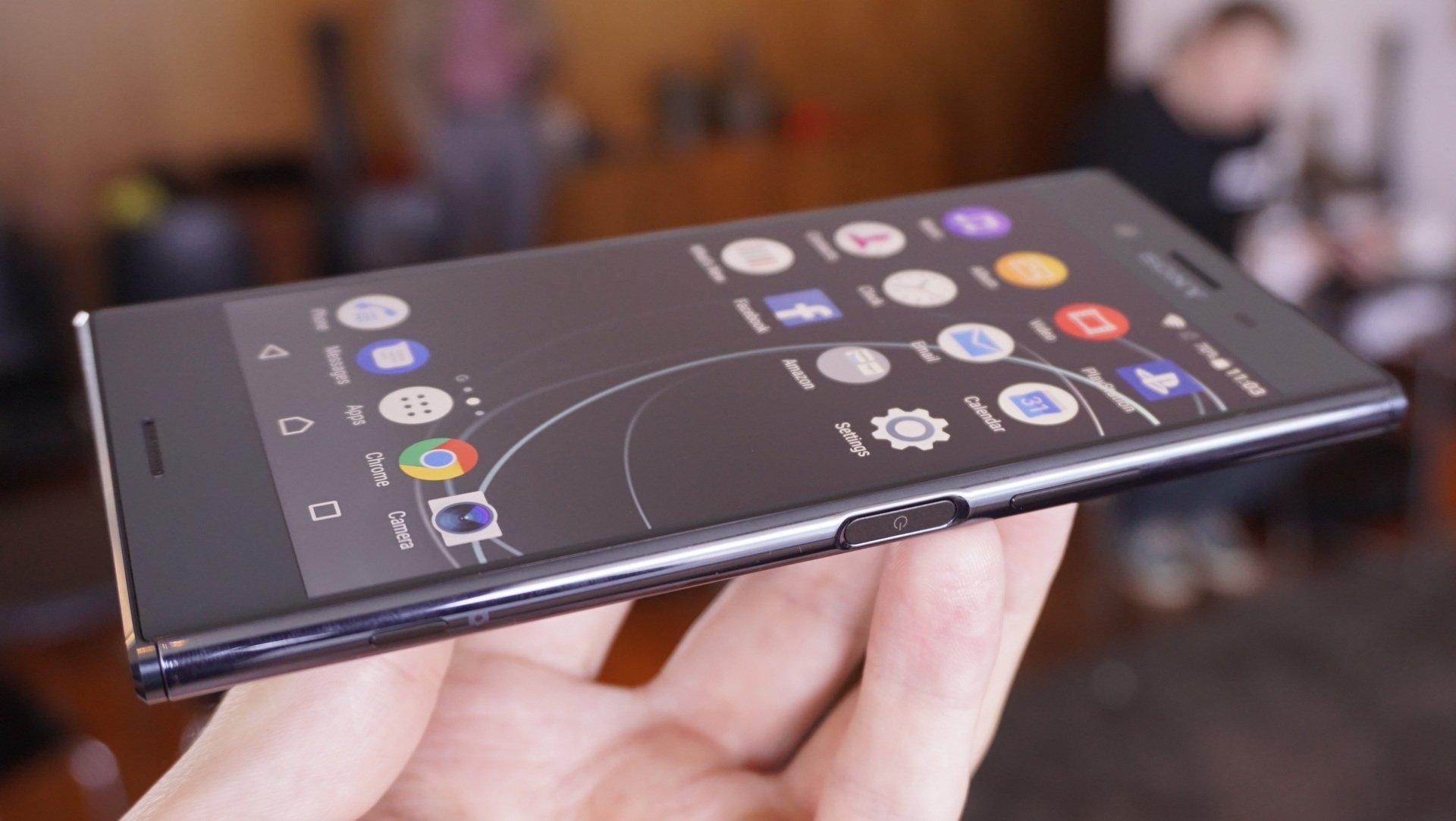 Sony fortsätter på inslagen bana och XZ Premium påminner till formen om  Xperia XZ och systertelefonen Xperia XZs 468f1ce9fedbf